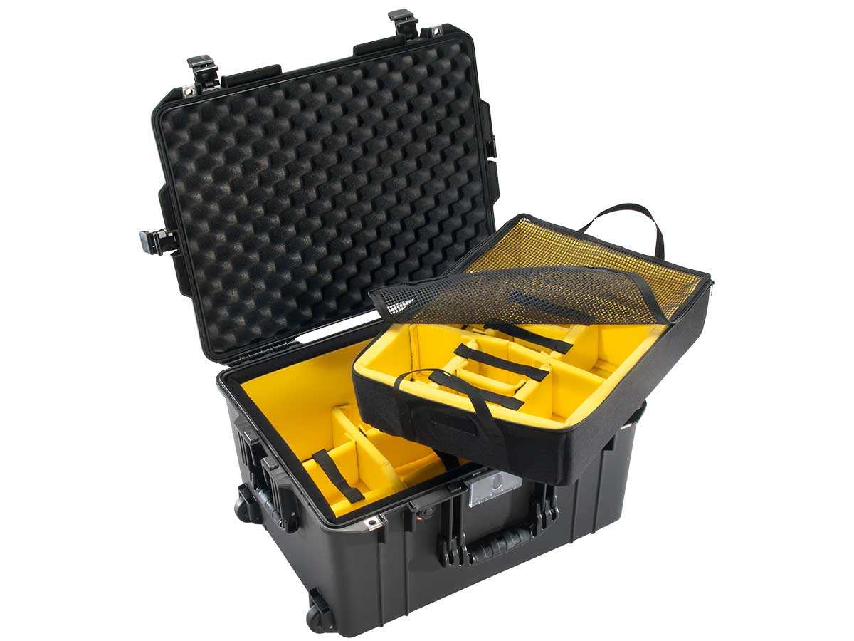 Pelican 1607 Shown with Dividers